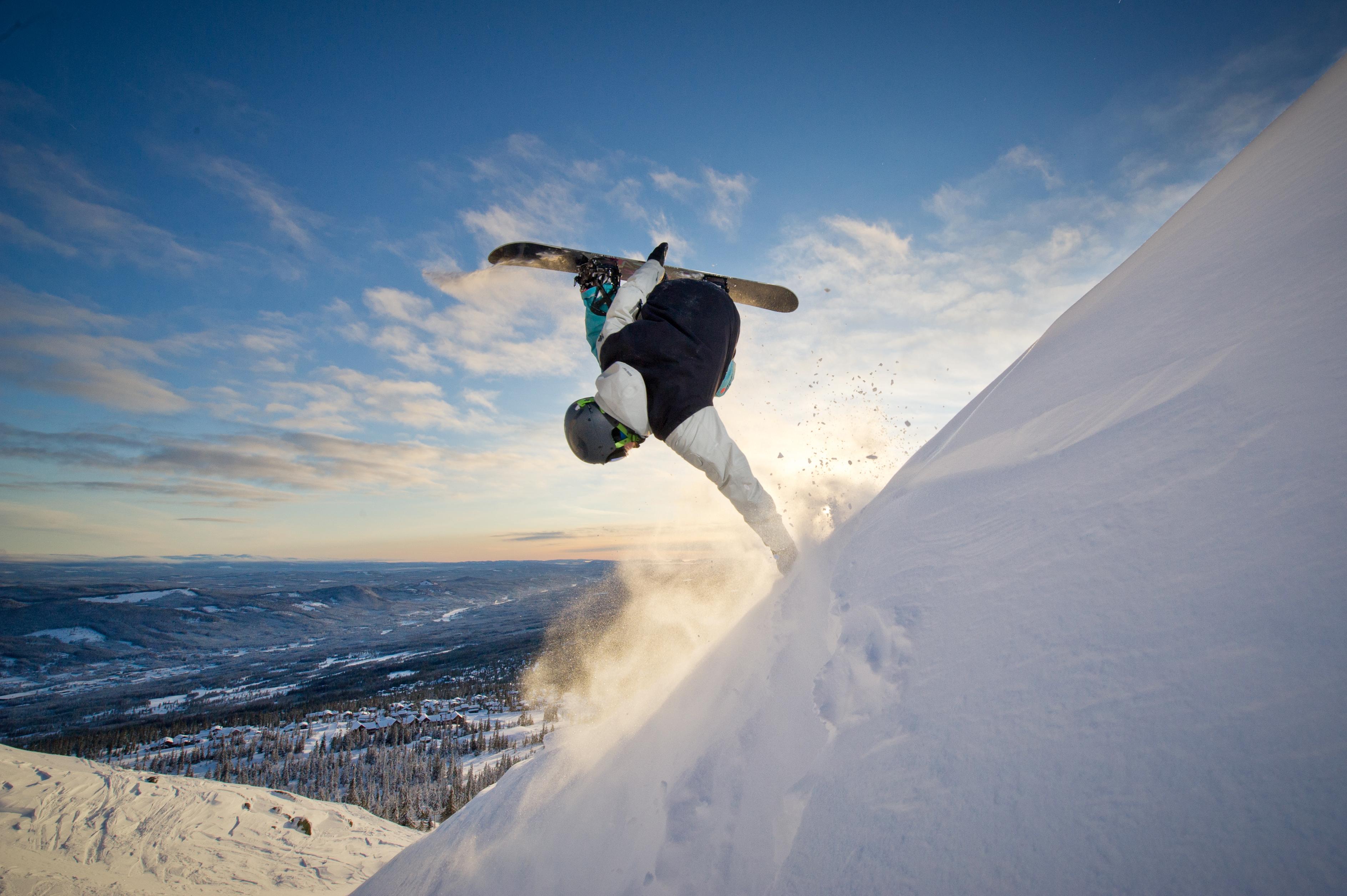 фото сноубордиста в полете предпочитает ночной образ