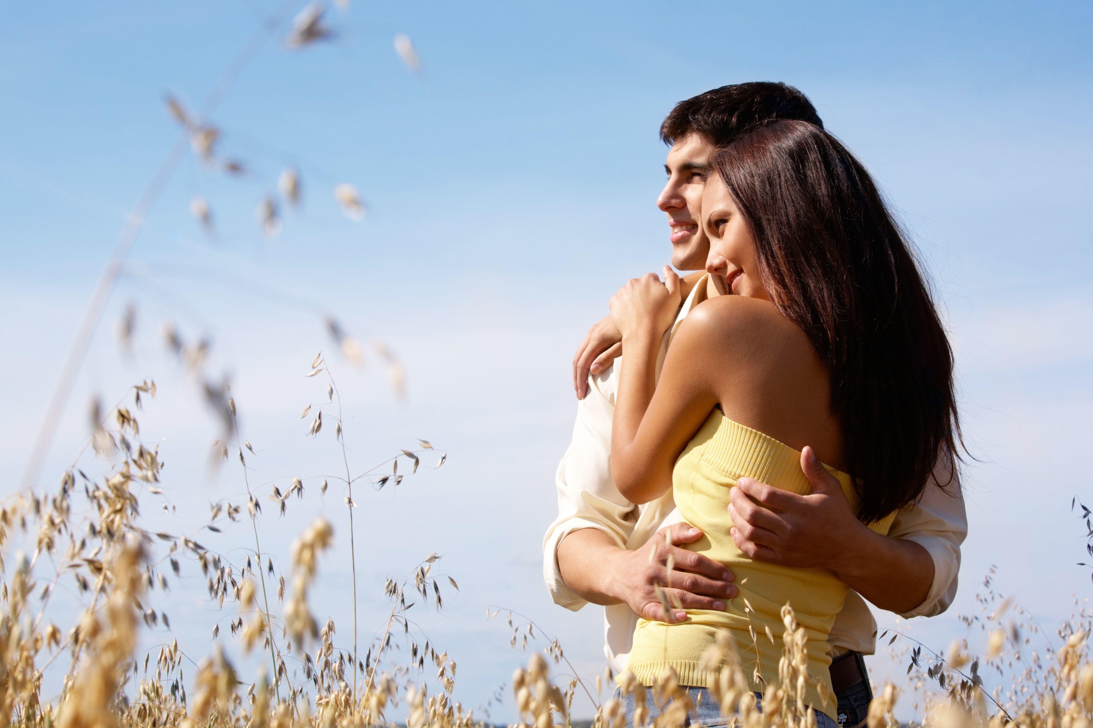 Картинки девушка и парень обнимаются, соки аватара открытки