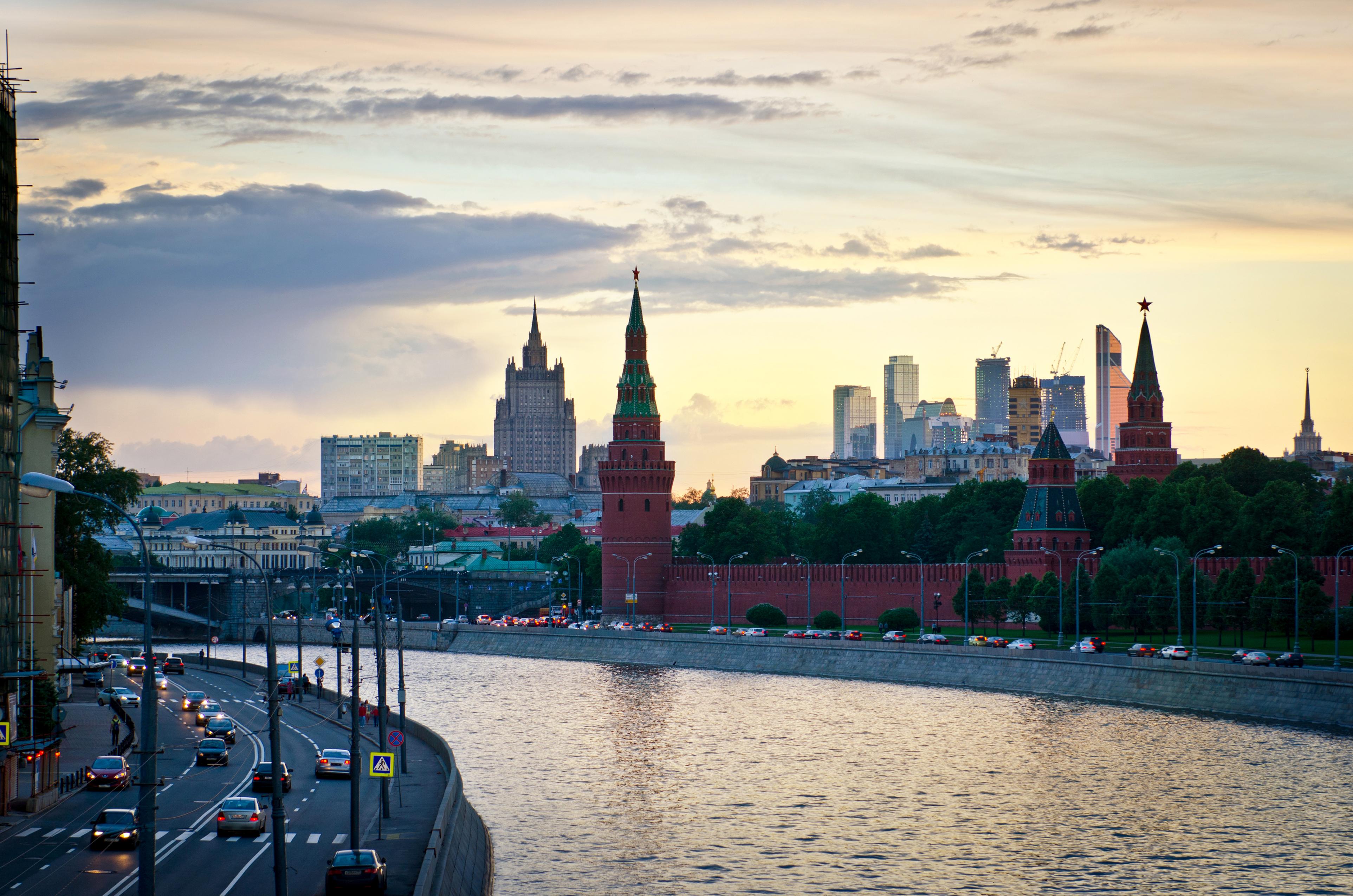 набережная кремлевская москва фото