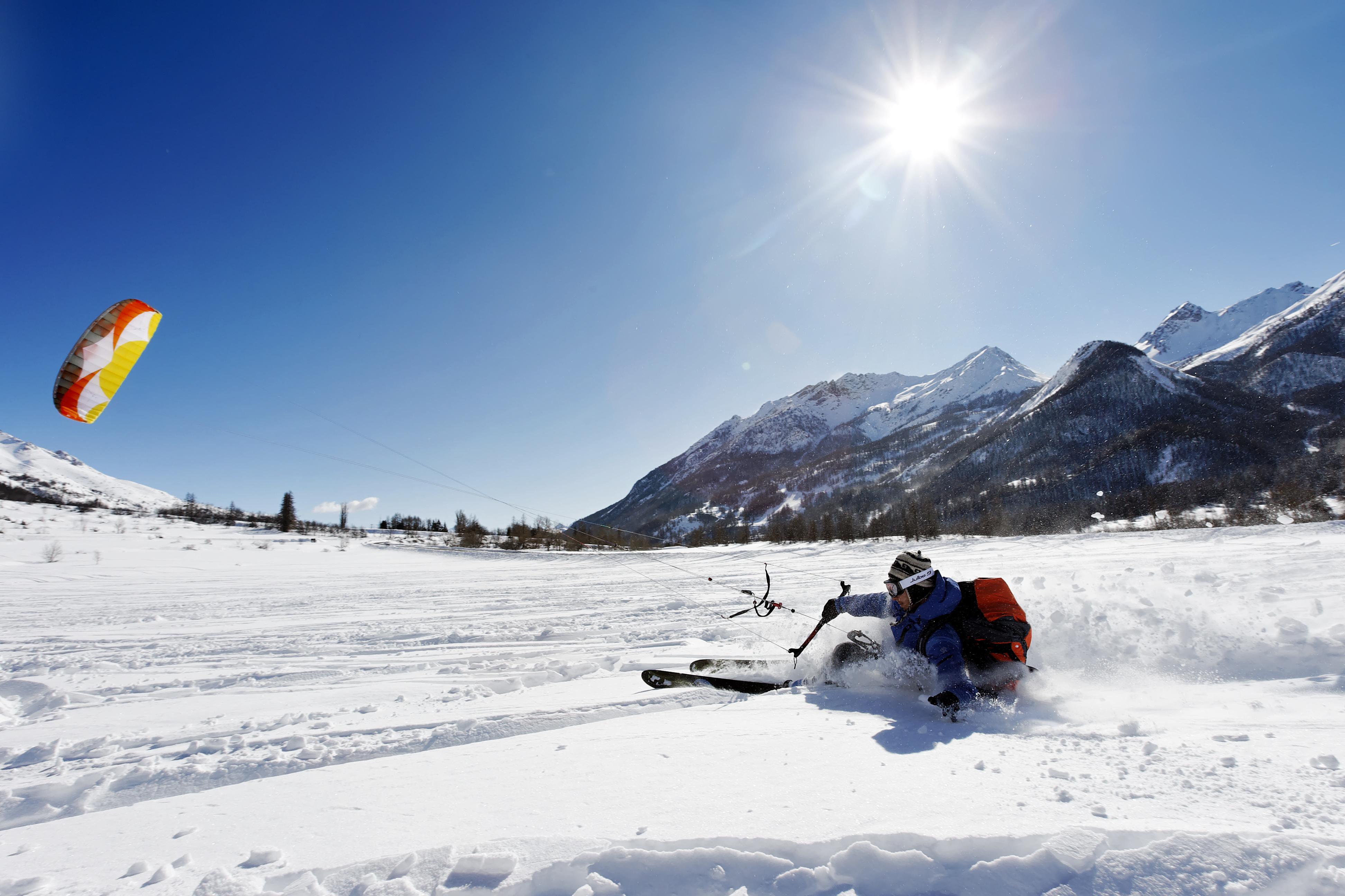 Лыжник прыжок горы небо  № 3309071 без смс