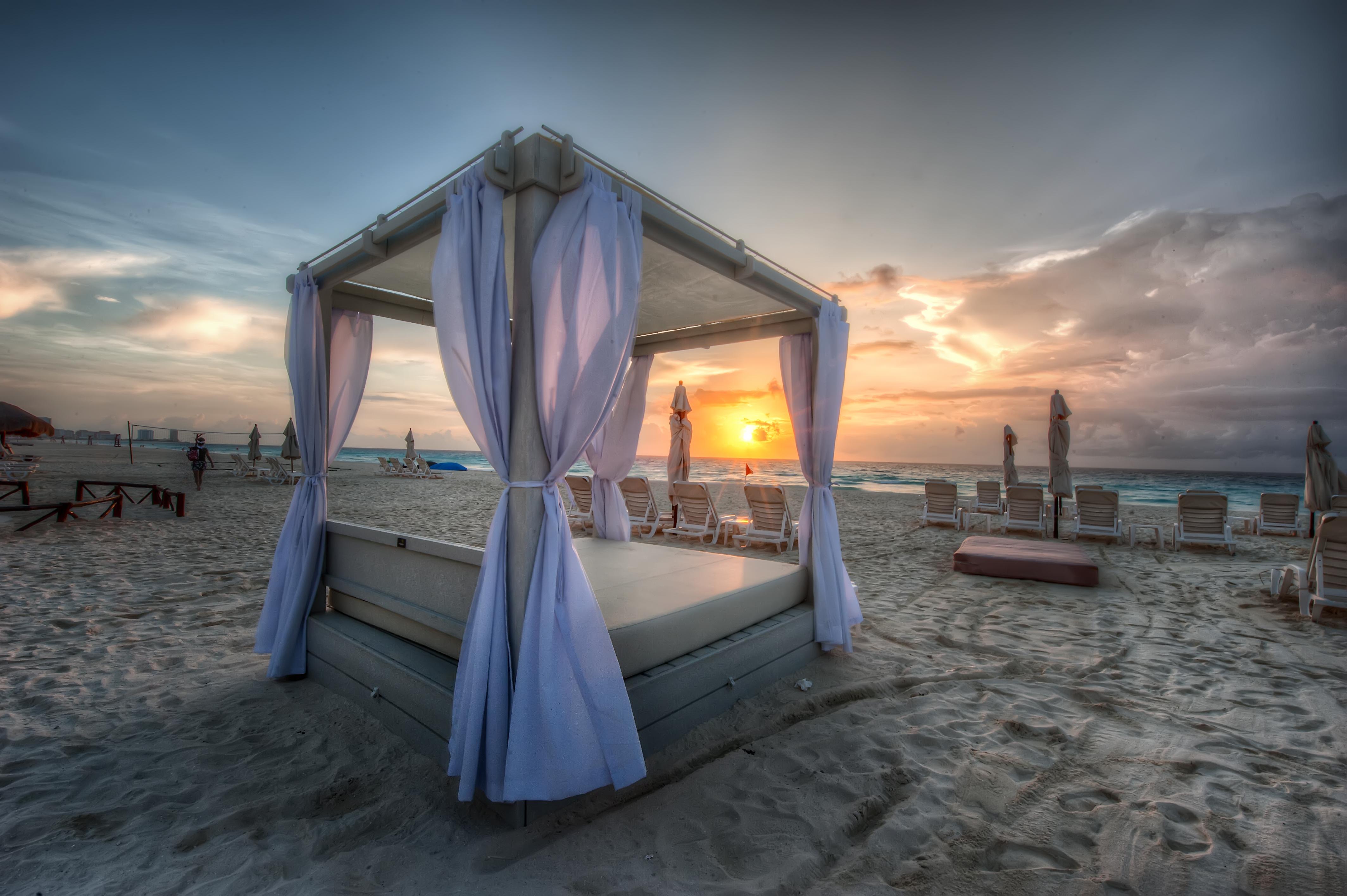 антикварные кровать на берегу моря фото более устойчив заморозкам