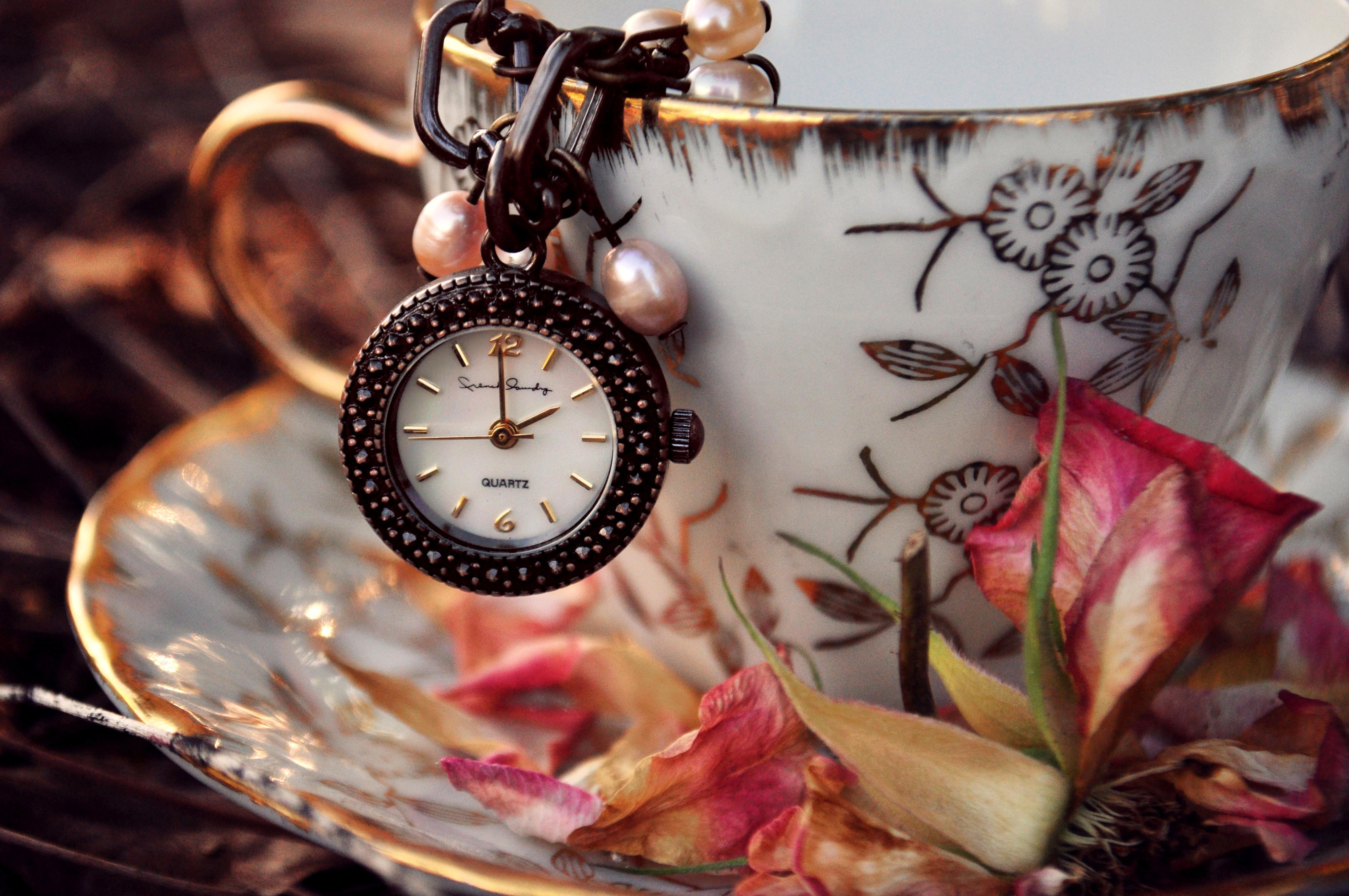 Карманные часы и скатерть  № 2171609  скачать