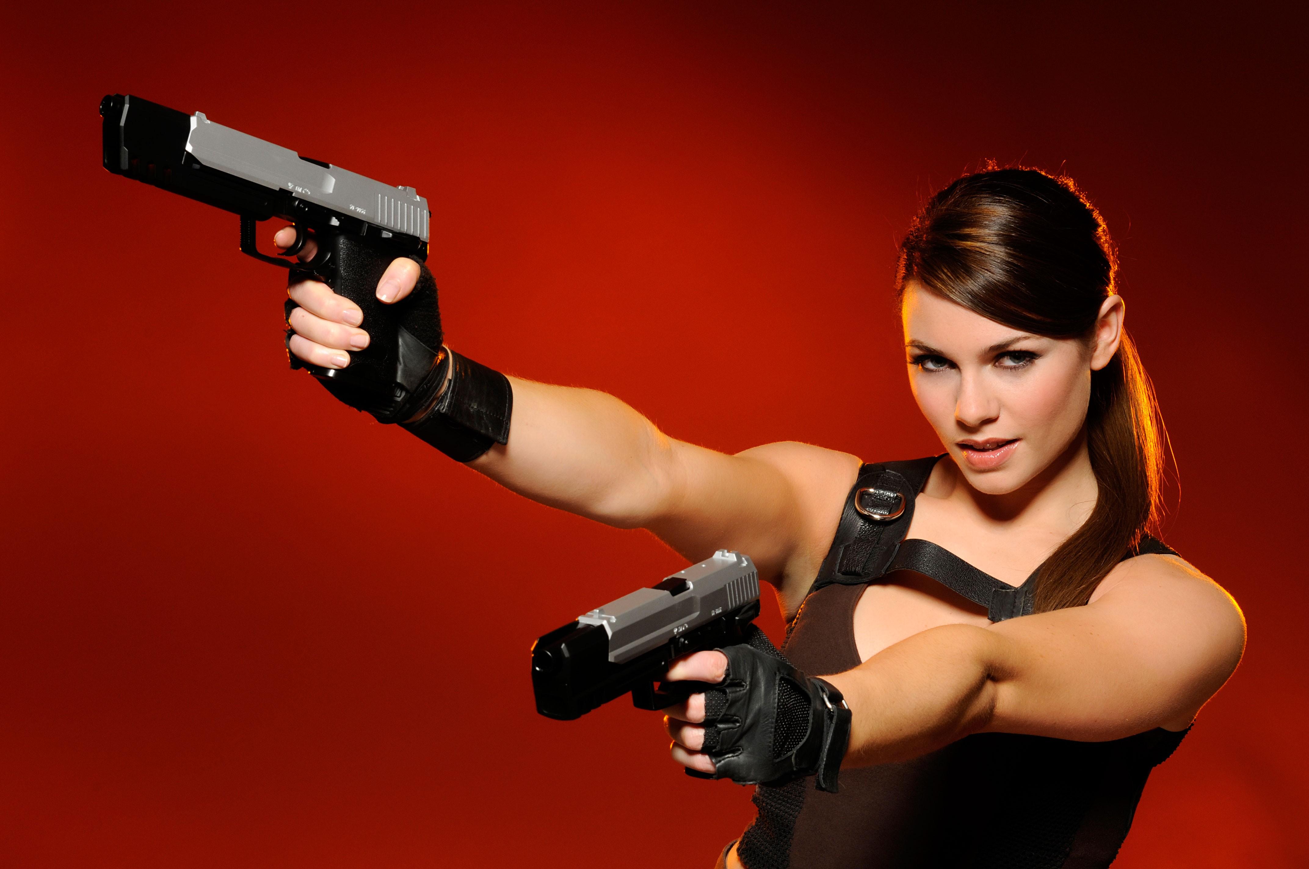 Обои На Телефон Девушки С Оружием