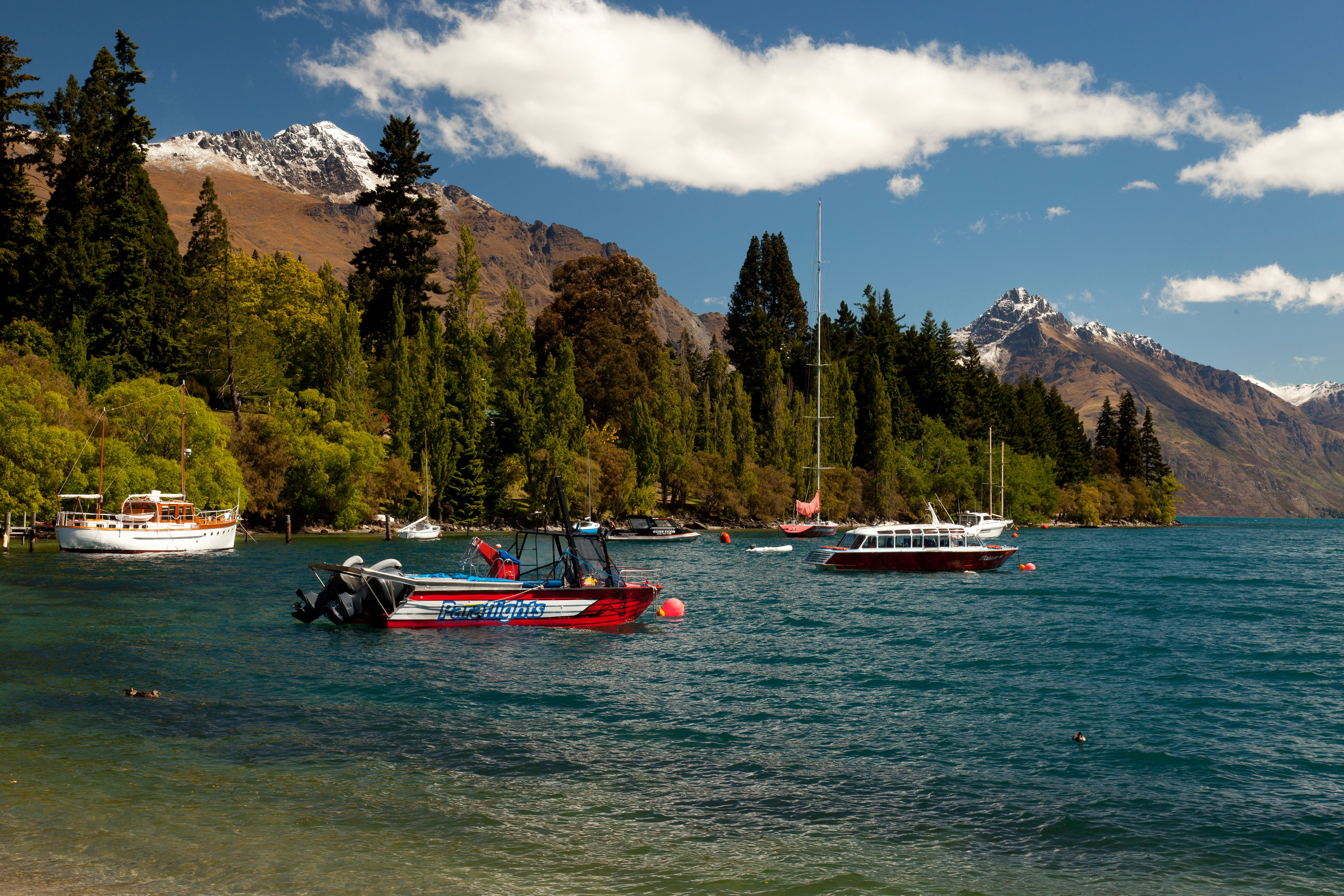 На лодке в горном озере  № 3062484 загрузить