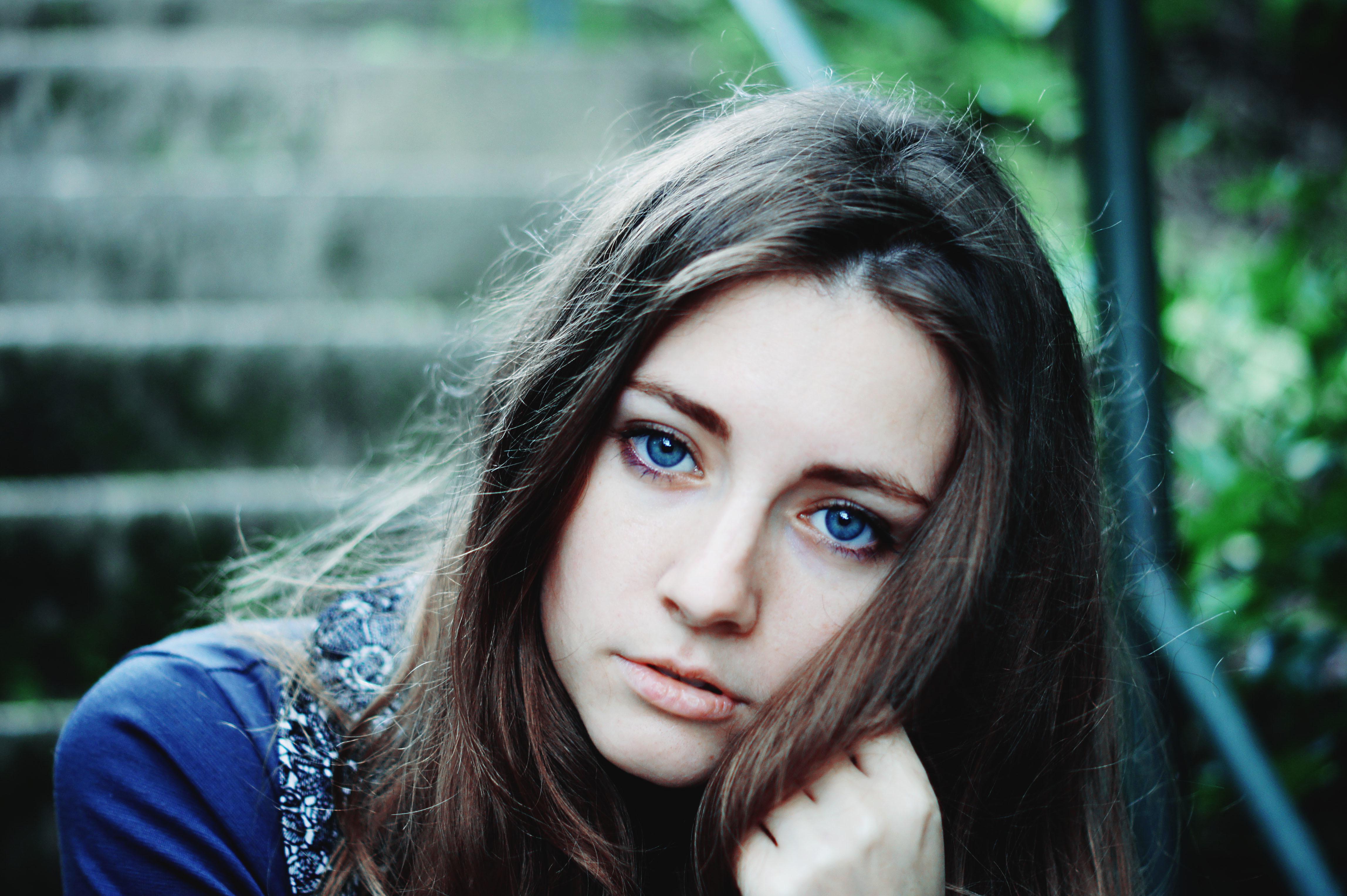 красивые девушки шатенки голубоглазые