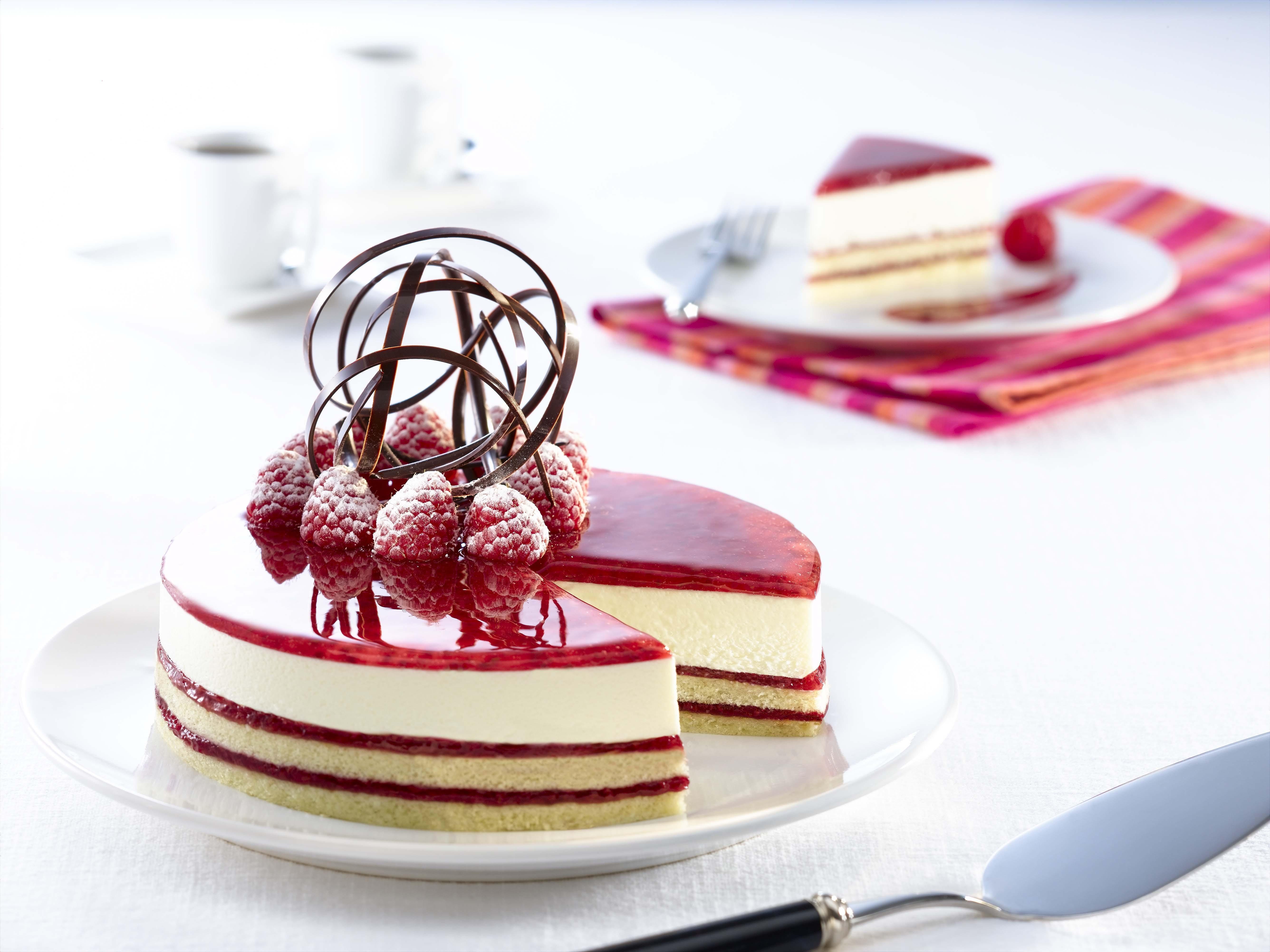 пирожное с малиной  № 145141  скачать