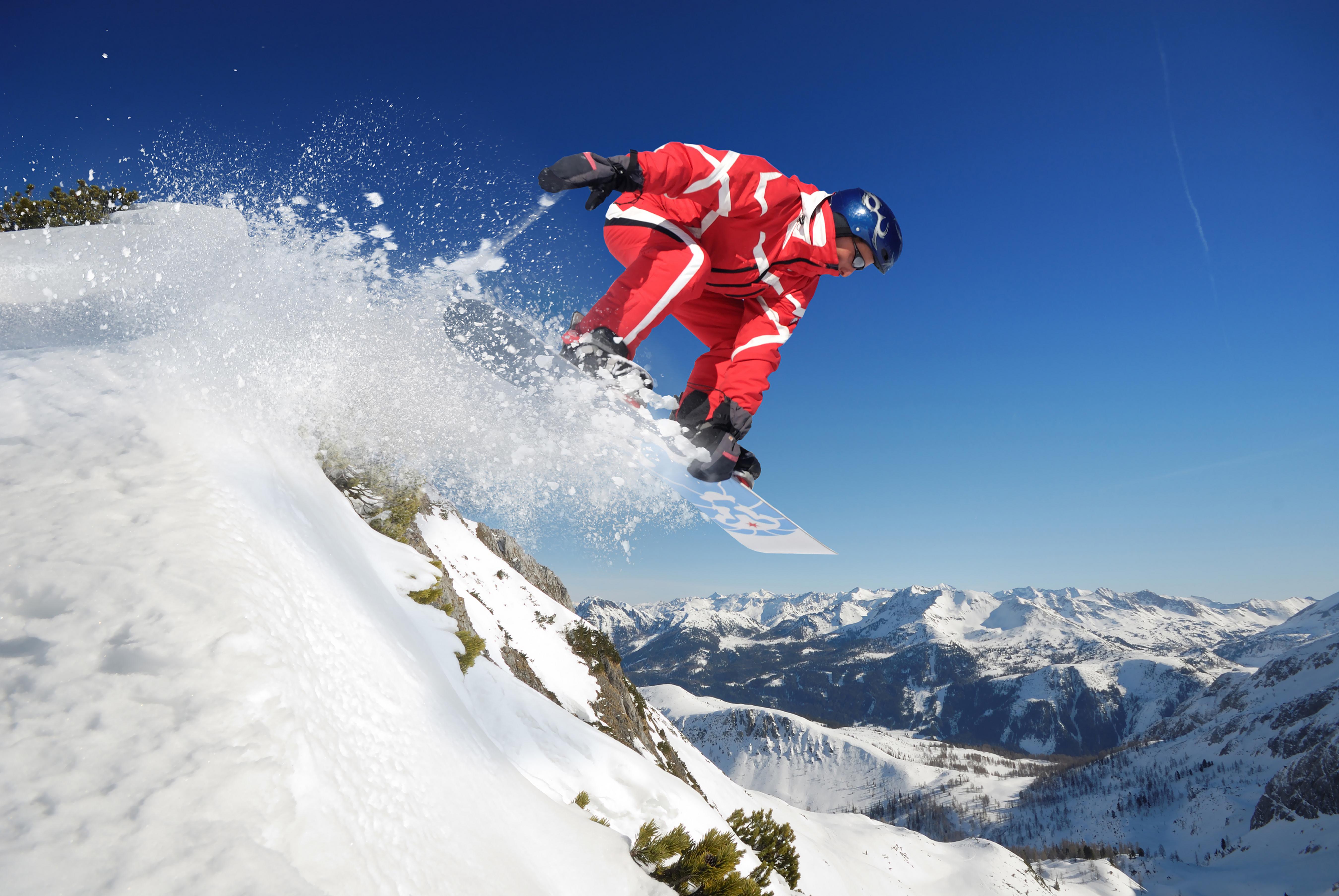 сноубордист прыжок горы  № 3300671  скачать