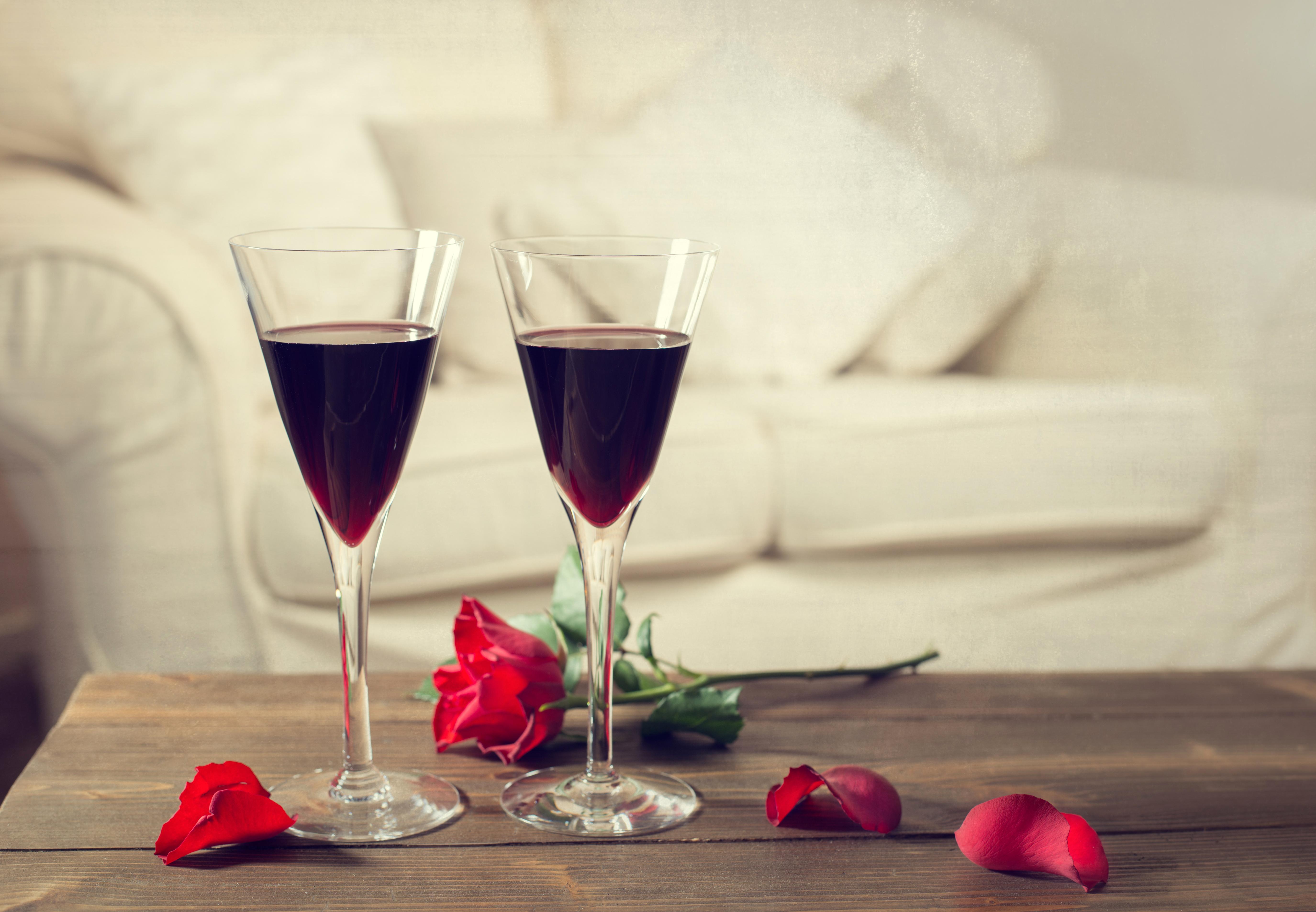 Два бокала с розами  № 750271 без смс