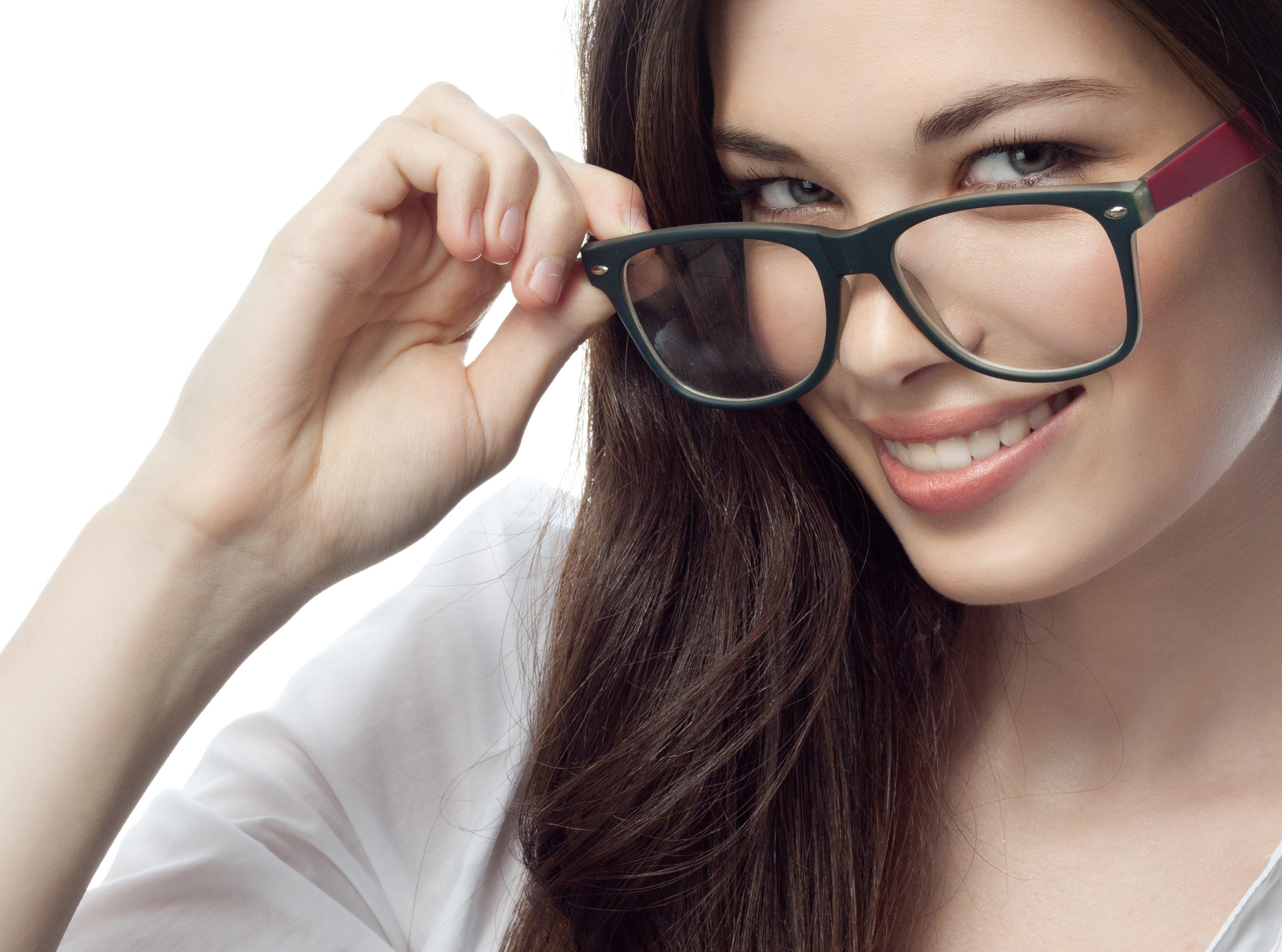 фото в очках и без надо