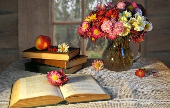 Картинка цветы, стол, фон, widescreen, обои, настроения, книги, яблоко, фрукт, книга, ваза, wallpaper, цветочки, книжка, широкоформатные, …