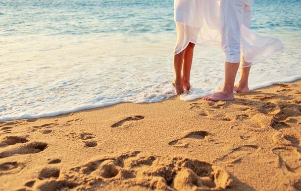 Картинка песок, море, пляж, любовь, пара, love, happy, people, kiss, romantic, couple