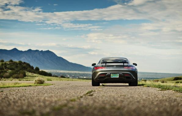 Картинка дорога, небо, облака, горы, Mercedes-Benz, сзади, GTS, задние фонари
