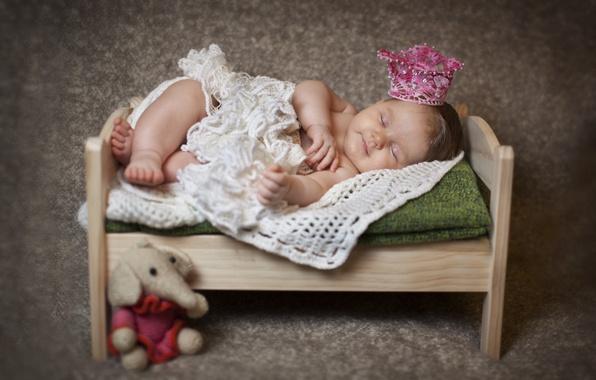 Картинка дети, игрушка, слон, сон, корона, малыш, спит, платок, ребёнок, кроватка