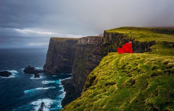 Картинка девушка, настроение, океан, побережье, Дания, красное платье, Атлантический океан, Faroe Islands, Фарерские острова, Denmark, Atlantic …