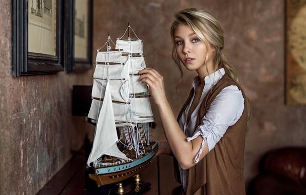 Картинка девушка, милая, модель, одежда, блондинка, кораблик, vintage, studio, young, retro, Alice, beauty, russian, environmental, Maxim …