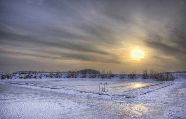 Картинка лед, зима, небо, солнце, снег, закат, тучи, озеро, вечер, бассейн, Швеция