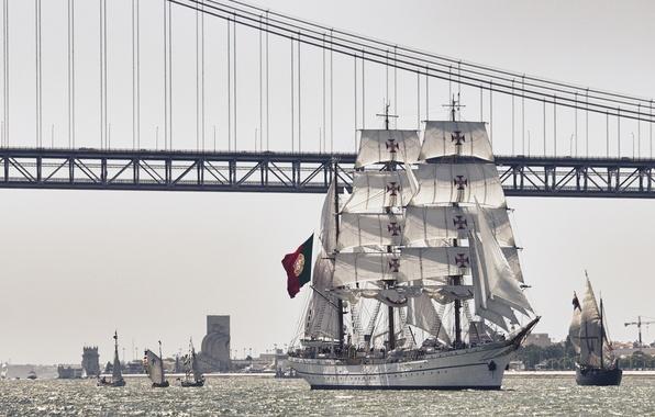 Картинка мост, река, парусник, Португалия, Лиссабон, Portugal, Lisbon, река Тахо, барк, NRP Sagres III, Tagus River, …
