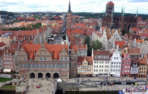 Картинка небо, люди, башня, дома, площадь, Польша, набережная, старый город, Гданьск