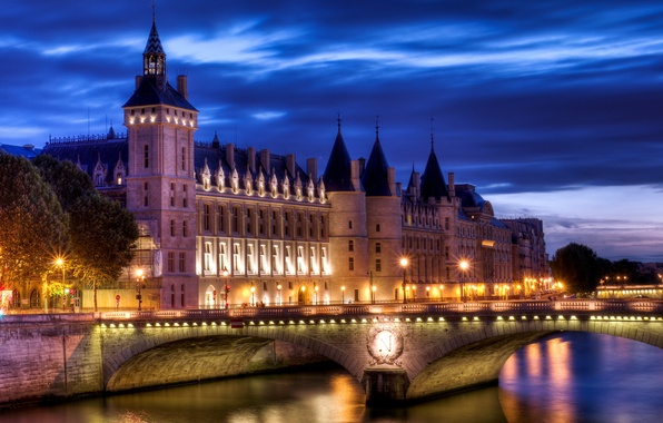 Картинка свет, мост, город, река, замок, Франция, Париж, вечер, Paris, France, La Conciergerie, Консьержери, Palais de …
