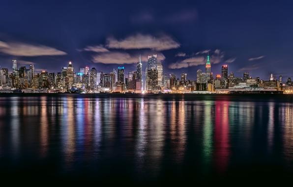 Картинка небо, вода, облака, ночь, город, дома, Нью-Йорк, подсветка, США, New York