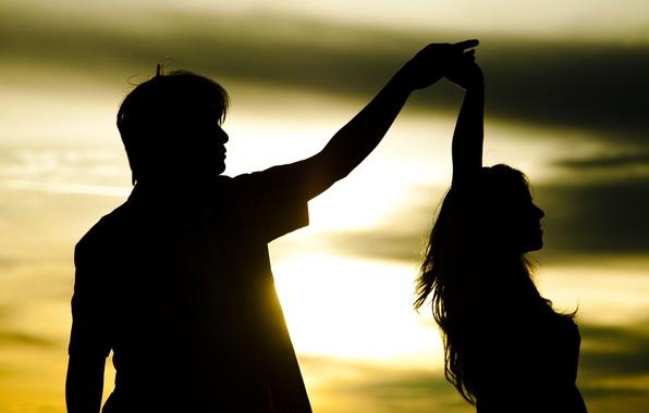 Картинка девушка, солнце, любовь, закат, фон, движение, widescreen, обои, романтика, настроения, женщина, чувства, танец, пара, wallpaper, …