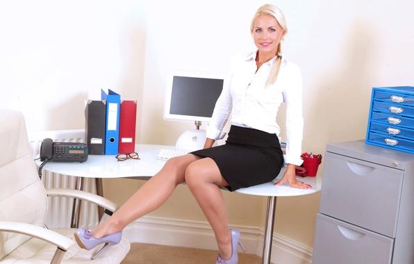 Негр трахает на массажном столе эротические