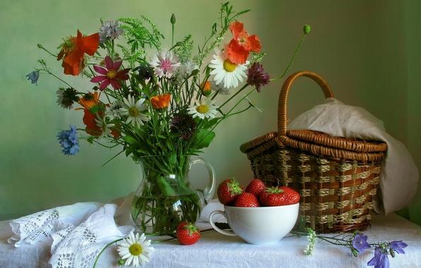 Картинка цветы, мак, букет, ромашка, клубника, кувшин, натюрморт, корзинка