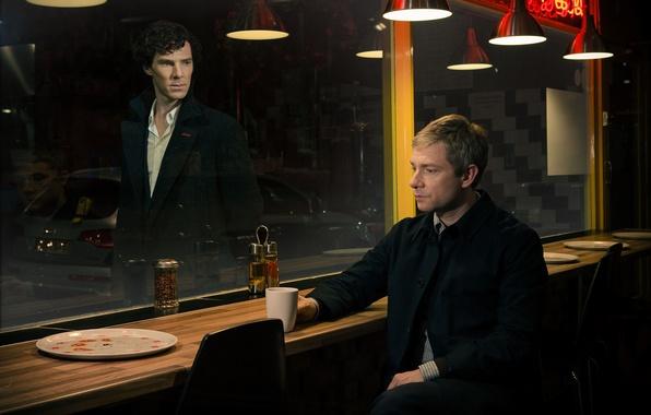 Картинка машина, стол, лампы, стулья, окно, актеры, Шерлок Холмс, мужчины, стойка, 3 сезон, Martin Freeman, Мартин …