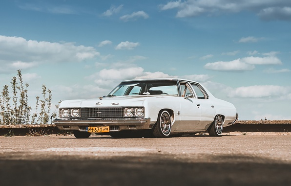 Картинка небо, облака, Chevrolet, парковка, GMC, Lowrider