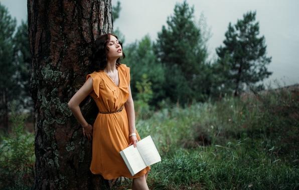 Картинка девушка, дерево, книга
