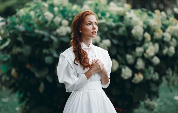 Картинка взгляд, девушка, модель, портрет, удивление, весна, платье, рыжая, white, fashion, vintage, young, голубоглазая, сирень, pretty, …