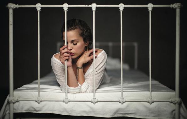Картинка девушка, одиночество, кровать, Florian Weiler