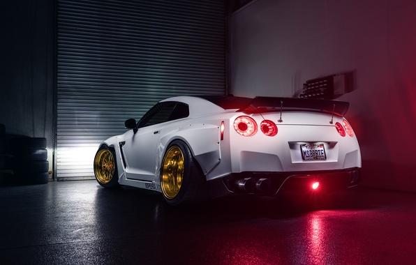Картинка Imperial, Light, Nissan, GT-R, White, Sport, Garage, Rear, Works