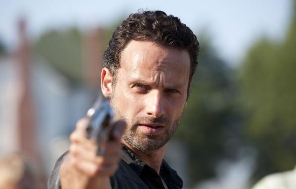 Картинка пистолет, фон, зомби, zombie, сериал, актёр, serial, The Walking Dead, Rick Grimes, Ходячие мертвецы, Andrew …