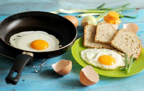 Картинка еда, яйца, завтрак, лук, хлеб, яичница, скорлупа, сковорода