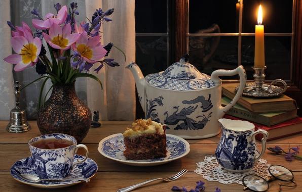 Картинка цветы, стиль, книги, свеча, очки, чаепитие, тюльпаны, пирожное, сервиз