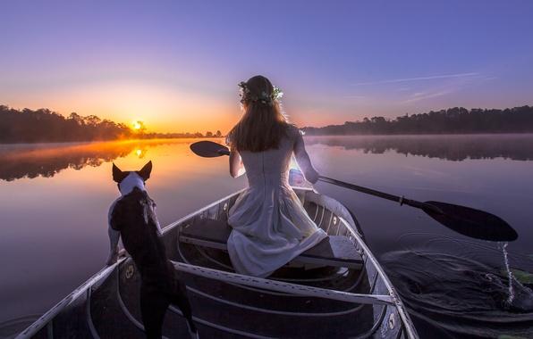 Картинка девушка, закат, река, лодка, собака, вечер, весло