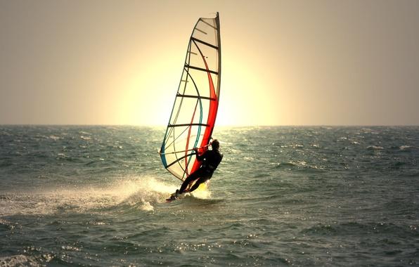 Картинка море, волны, вода, солнце, фон, widescreen, спорт, waves, мужчина, парень, sea, широкоформатные, water, background, sun, …