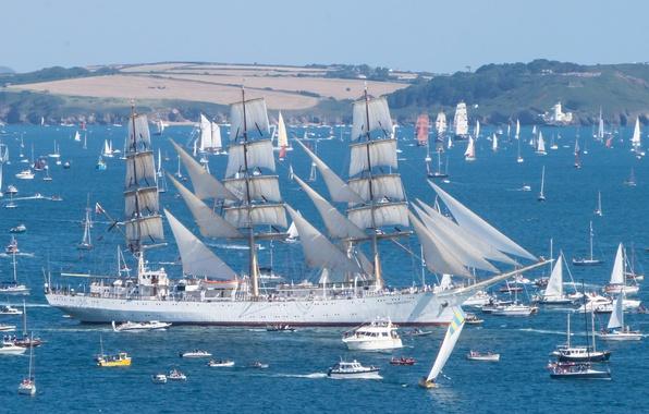 Картинка море, небо, праздник, берег, корабль, парусник, яхты, лодки, парус, парад, регата