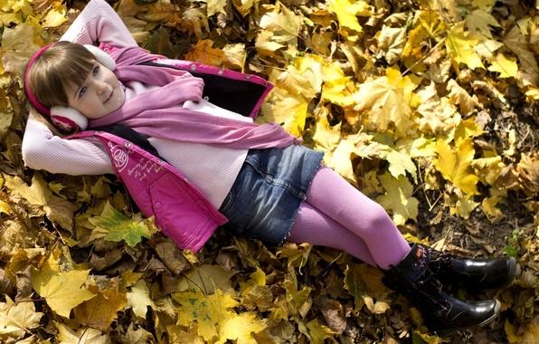 Картинка осень, листья, природа, отдых, ребенок, наушники, шарф, девочка, колготки, дитя, розовый цвет, мылышка