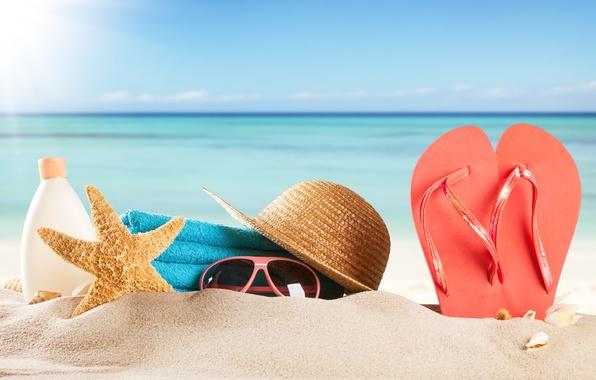 Картинка песок, море, пляж, лето, солнце, отдых, полотенце, шляпа, очки, ракушки, summer, beach, каникулы, sea, sun, …