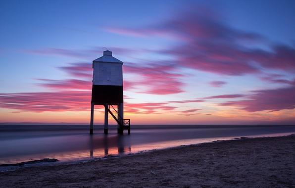 Картинка песок, море, небо, облака, закат, берег, маяк, Англия, вечер, Великобритания, штиль