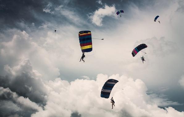 Картинка небо, облака, парашют, парашютист, прыжки с парашютом