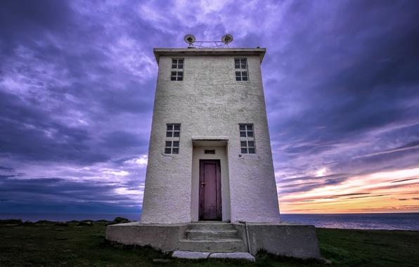 Картинка море, небо, закат, тучи, маяк, вечер, Исландия, sky, sea, clouds, фиолетовое, Iceland, lighthouse, сиреневое