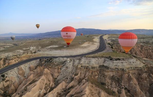Картинка дорога, небо, горы, воздушный шар, Турция, Каппадокия
