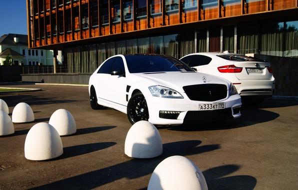 Картинка авто, мечта, машины, здание, bmw, бмв, москва, white, белые, мерседес, mersedes, s-klasse, шикарные, роскошные