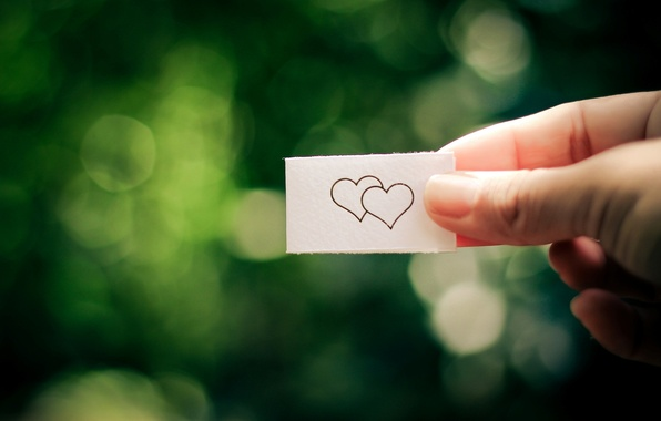 Картинка девушка, любовь, зеленый, бумага, фон, widescreen, обои, настроения, сердце, листок, рука, размытие, wallpaper, love, сердечко, …
