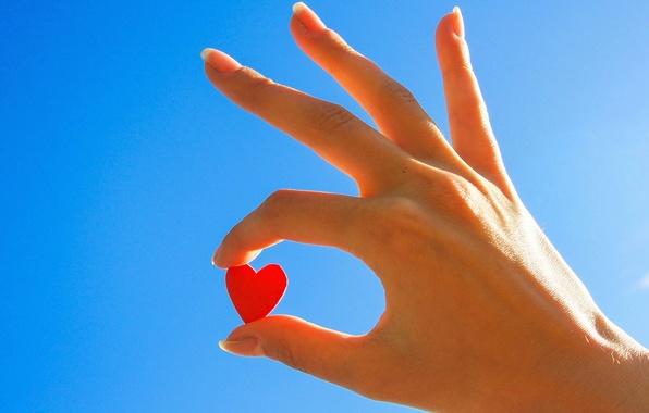 Картинка небо, девушка, розовый, обои, настроения, сердце, рука, wallpaper, love, сердечко, sky, heart, blue, широкоформатные, background, …