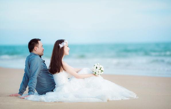 Картинка море, пляж, букет, горизонт, пара, невеста, свадьба, жених, корона из цветов