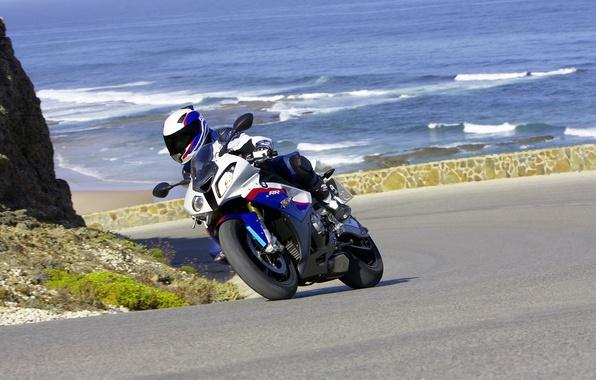 Картинка дорога, море, лето, вода, горы, океан, скалы, мотоциклы, спорт, поездка, байки, путишествия